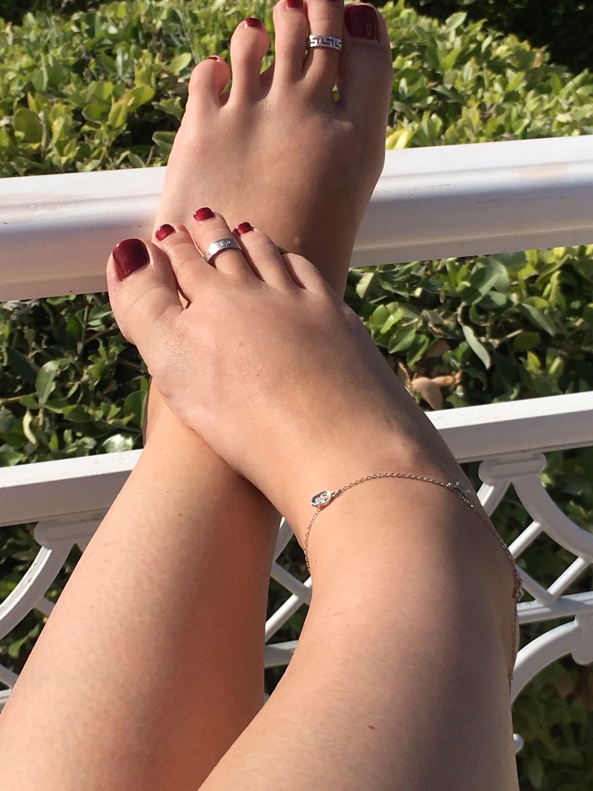 foot fetish barefoot toes ankle bracelet